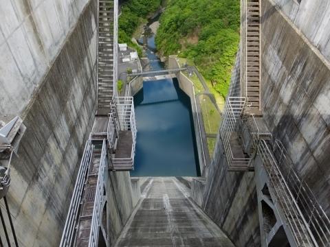 滝沢ダム非常用洪水吐