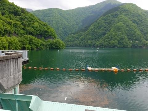 二瀬ダムより秩父湖を望む