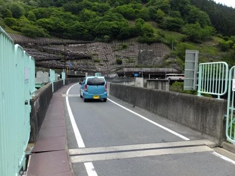 二瀬ダム・堤体上の道路