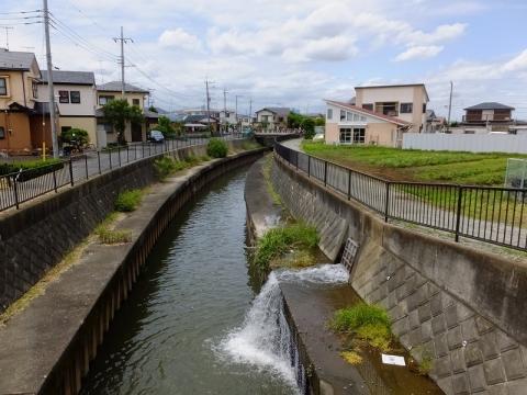 谷間橋より鳩川上流を望む