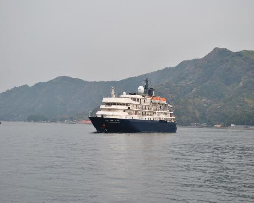 宇和島港へ