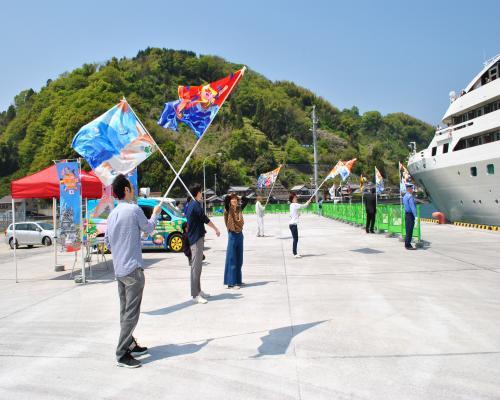 大漁旗による歓迎