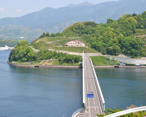 海すずめ展望台から九島大橋