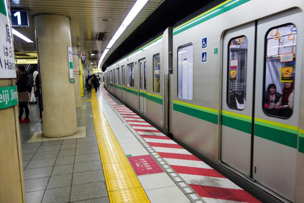 明治神宮前駅02