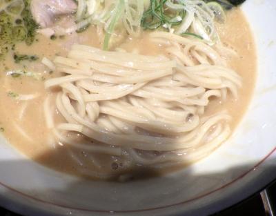 麺と心 7 雲丹白湯(麺のアップ)