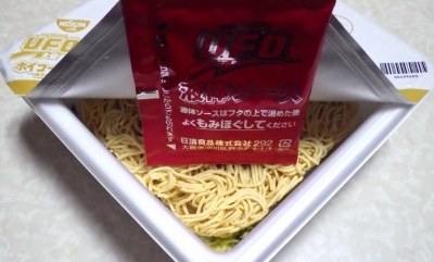 3/18発売 日清焼そば U.F.O. 大盛 ホイコーロー味焼そば(内容物)