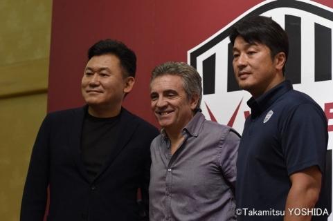 【悲報】ヴィッセル神戸・リージョ監督、自身の意向で契約解除