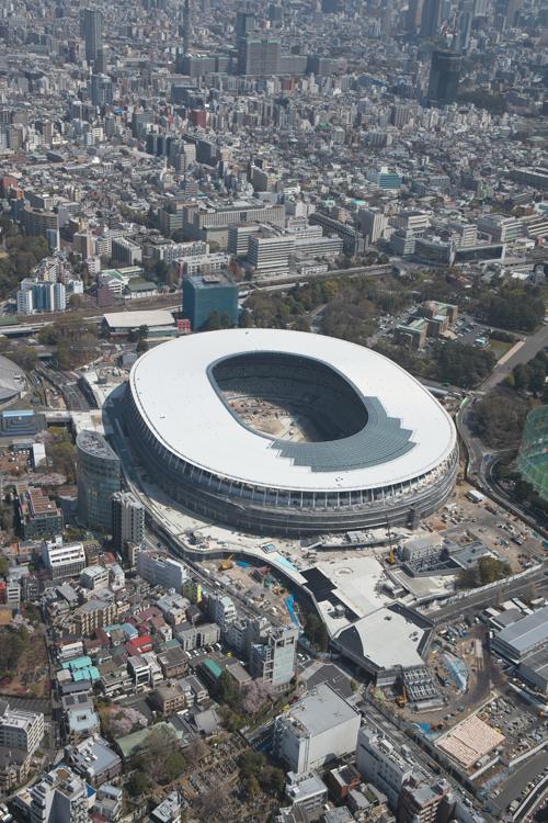 【画像】完成まであと7か月の新国立競技場を空撮!