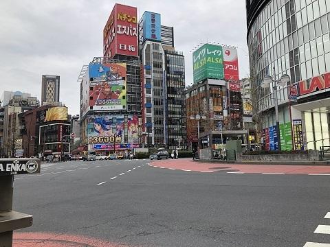 8新宿東口