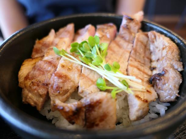豚ロース丼