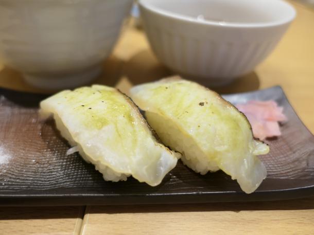 鯛の昆布〆炙り寿司