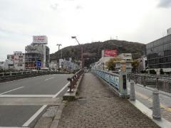 13新町橋と眉山