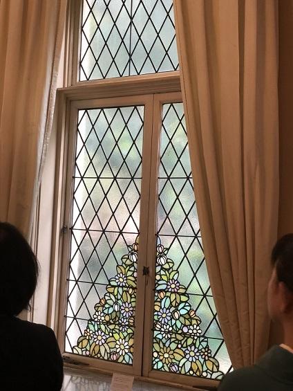 窓のステンドガラス