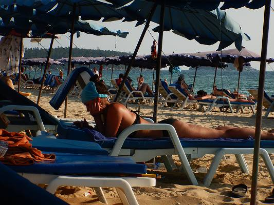 19年タイ 11日目 カロン ビーチ チェアー のんびり