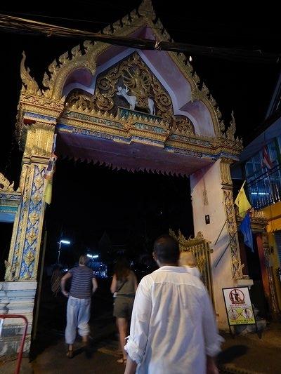19年タイ 11日目 カロン 夜 ナイトマーケット テンプル