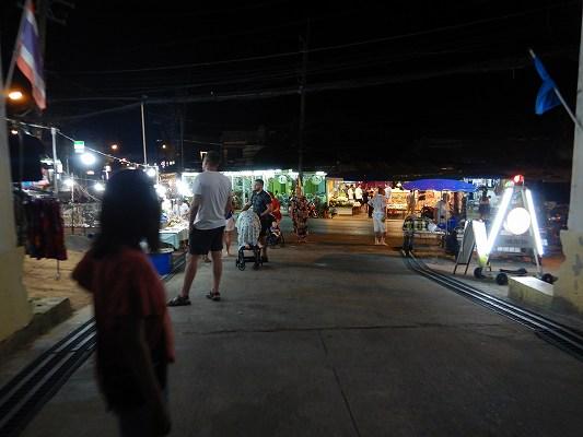 19年タイ カロン ナイトマーケット ワット 横