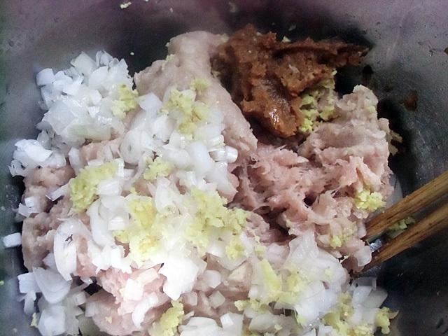鶏ひき肉に薬味