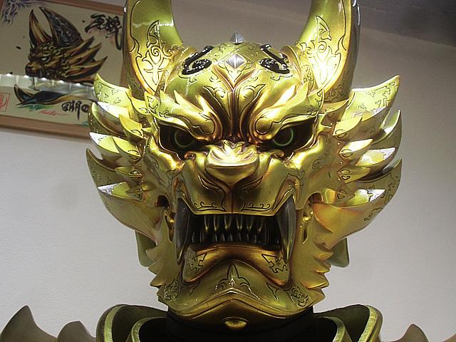 黄金騎士のマスク