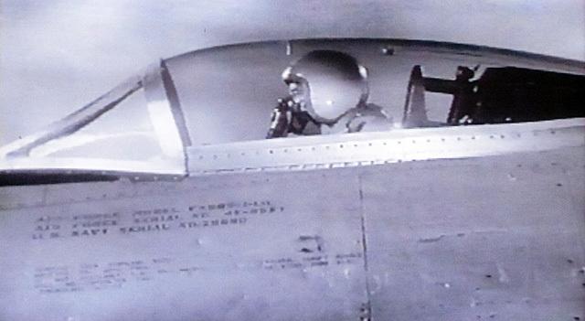 追跡する戦闘機