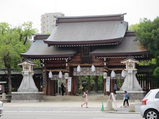 湊川神社を外から