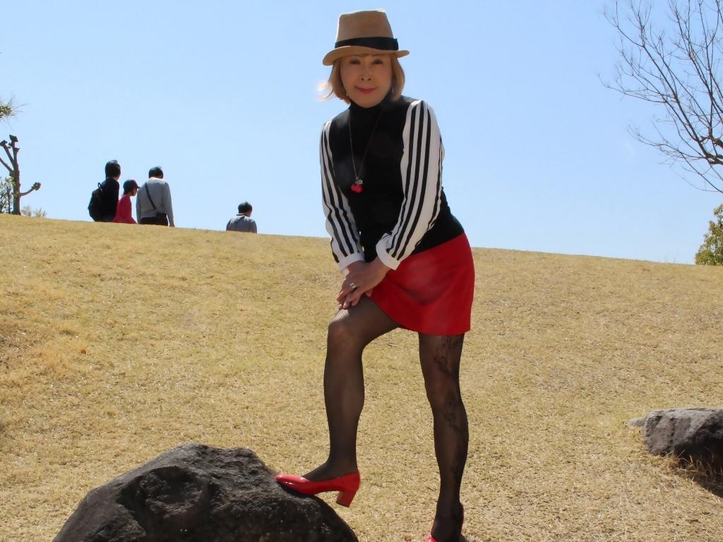 赤ミニスカ帽子と桜D(3)