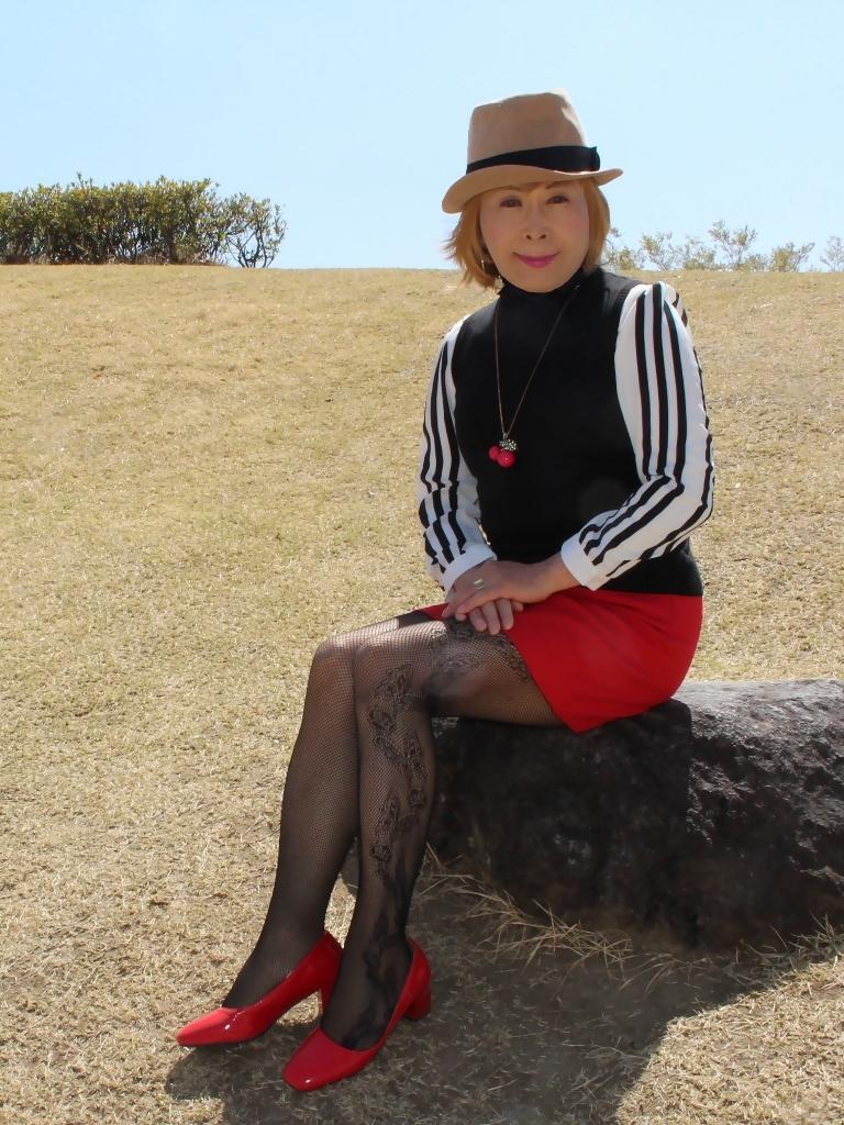 赤ミニスカ帽子と桜D(5)