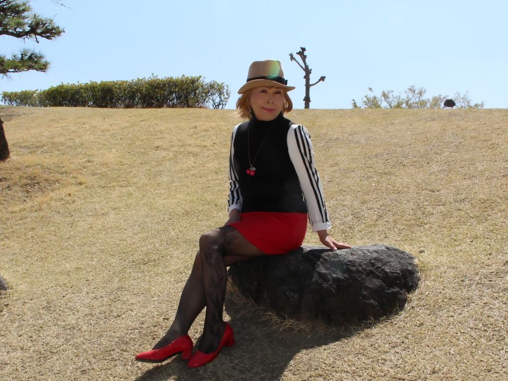 赤ミニスカ帽子と桜D(8)