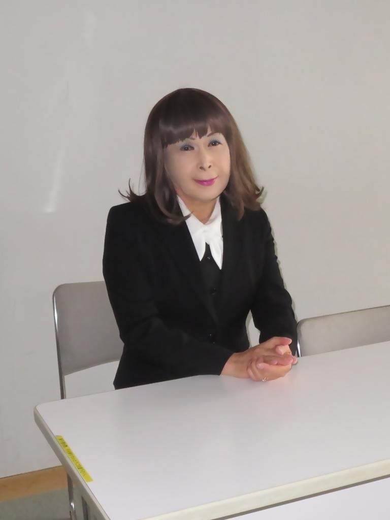 黒OLスーツ研修室A(3)