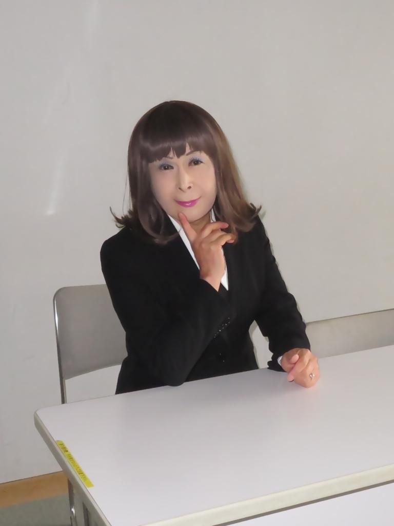 黒OLスーツ研修室A(4)
