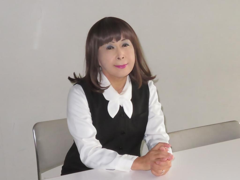 黒OLスーツ研修室A(6)