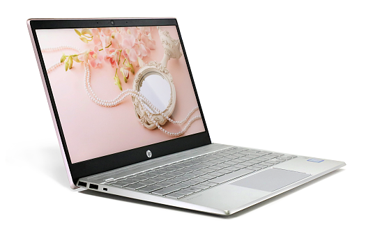 HP Pavilion 13-an0000_ディスプレイ_斜め_0G1A6605d