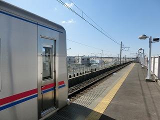 芝山千代田駅成田方から成田空港を望む