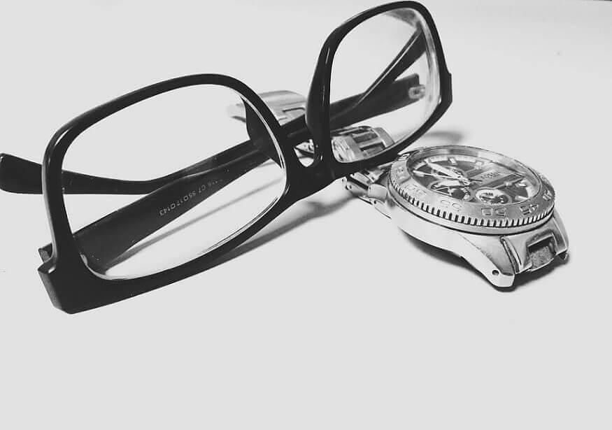 黒ぶち眼鏡 時計 pix