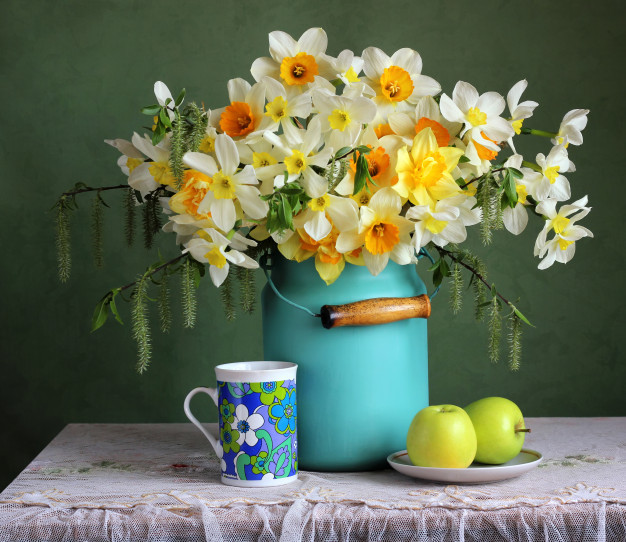 spring-retro-still-life-with-garden-daffodils-green-apples_92795-332.jpg