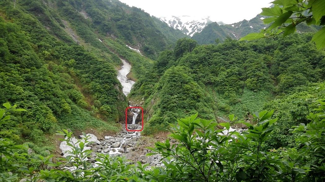 梅花皮大滝への入口の滝