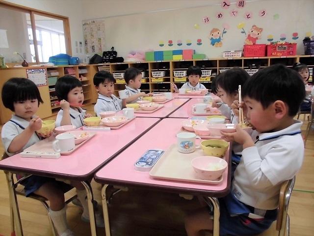 年少クラス給食の時間1