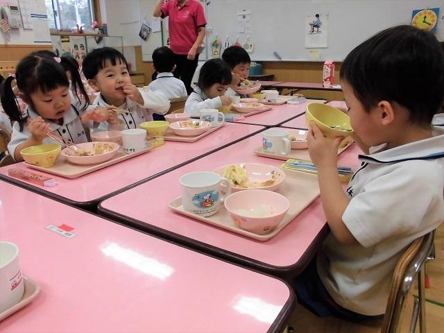 年少クラス給食の時間2