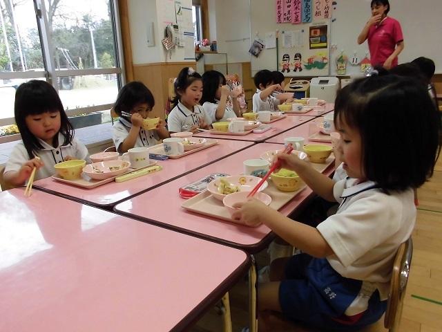年少クラス給食の時間3