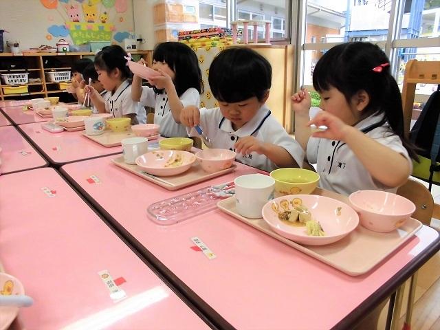 年少クラス給食の時間4