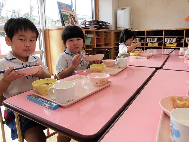 年少クラス給食の時間5