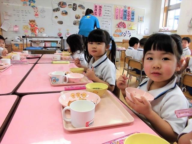 年少クラス給食の時間7