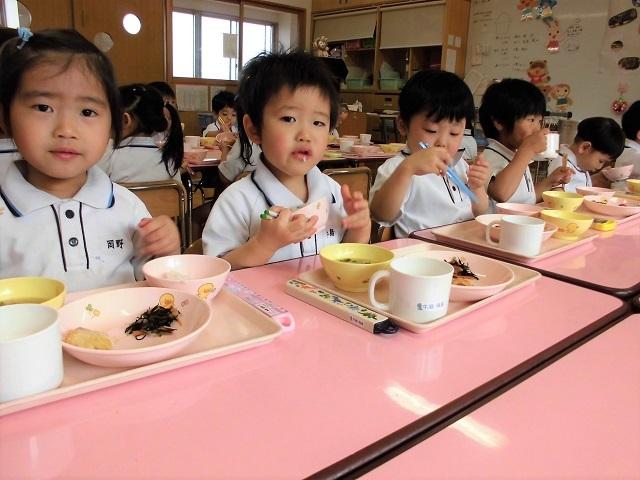 年少クラス給食の時間8