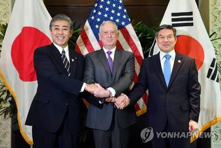 日本国防衛大臣岩屋毅防衛大臣が「元のような良好な関係に戻りたい」との発言に韓国ネット民大歓喜
