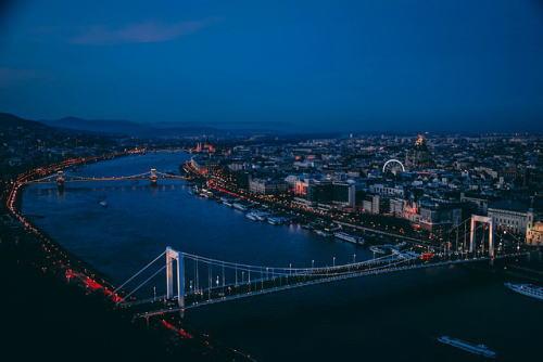 [韓国の反応]ハンガリーで韓国人観光客が乗った客船が沈没、死亡七人行方不明17人「日本のように水泳教育をしておけばこんなことにはならなかったかも」