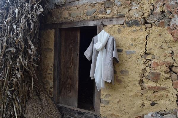 絹綿麻のブラウス