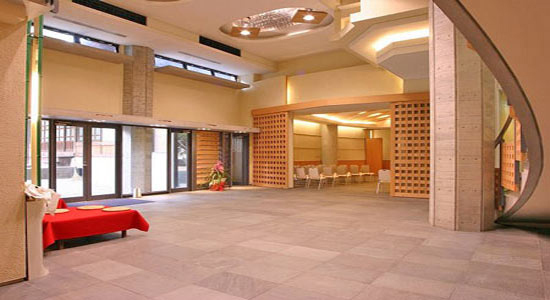 1お寺に併設ホール02