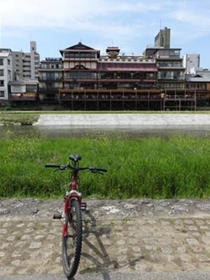 鴨川と自転車1905