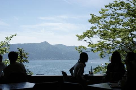 2階のカフェから見える芦ノ湖