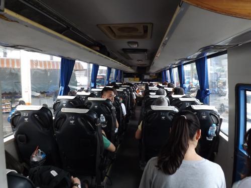 パタヤ往きバス 車内