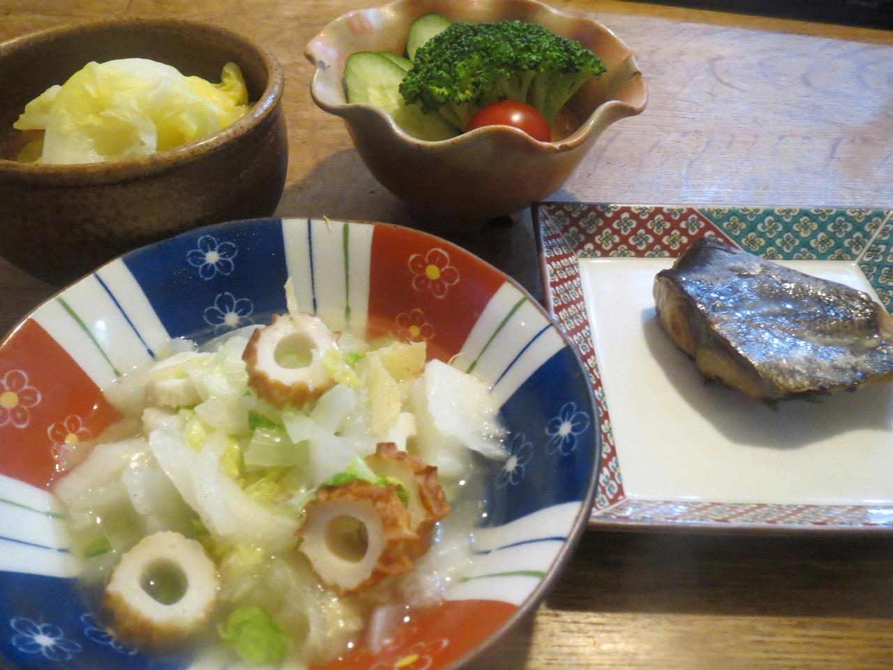 魚、ブロッコリー、白菜、キャベツ